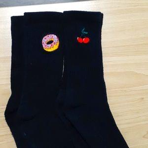 Long embroided socks